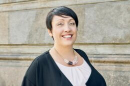 Portrait von Geschäftsführerin Anne Zangolies von KISURA