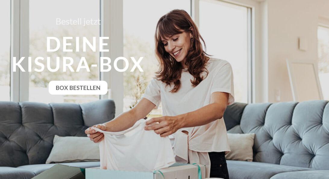 das Bild zeigt eine Frau beim Auspacken ihrer KISURA-Box